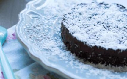 Un succulent gâteau cru glacé chocolat banane, une recette bio savoureuse