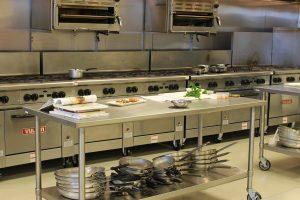 une-cantine- scolaire-ou-les repas-sont-100% bio-locaux-et-pas-chers